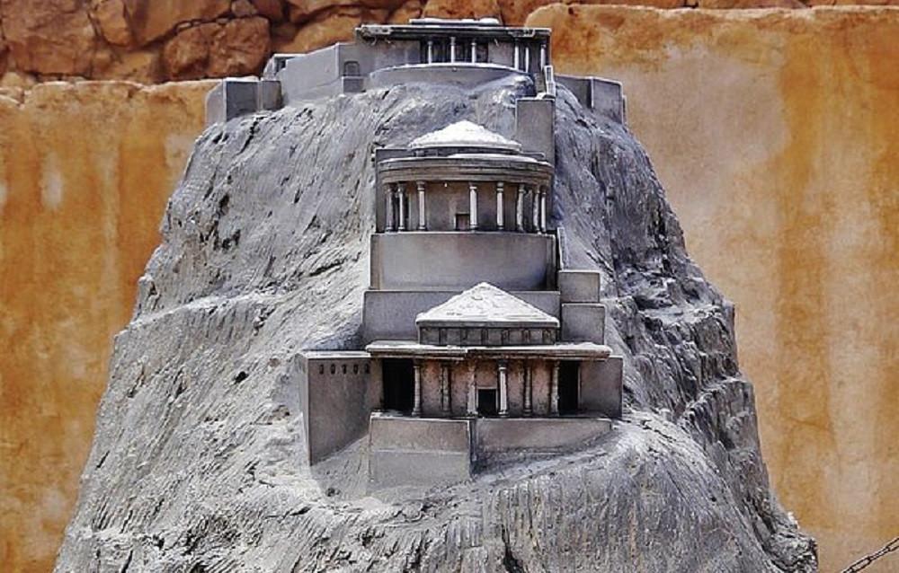Entdeckt: Die in den Fels gehauene Festung des Herodes auf dem Tafelberg Masada.