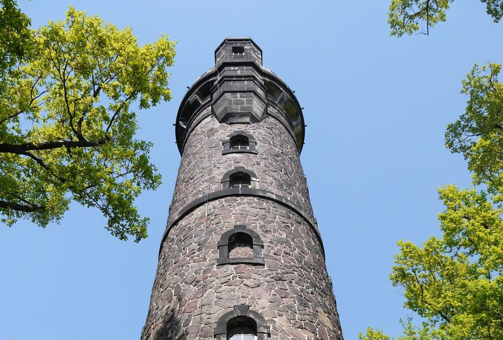 Kleiner Vorgeschmack auf außergewöhnliche Aussichten: der Fichteturm in Dresden.