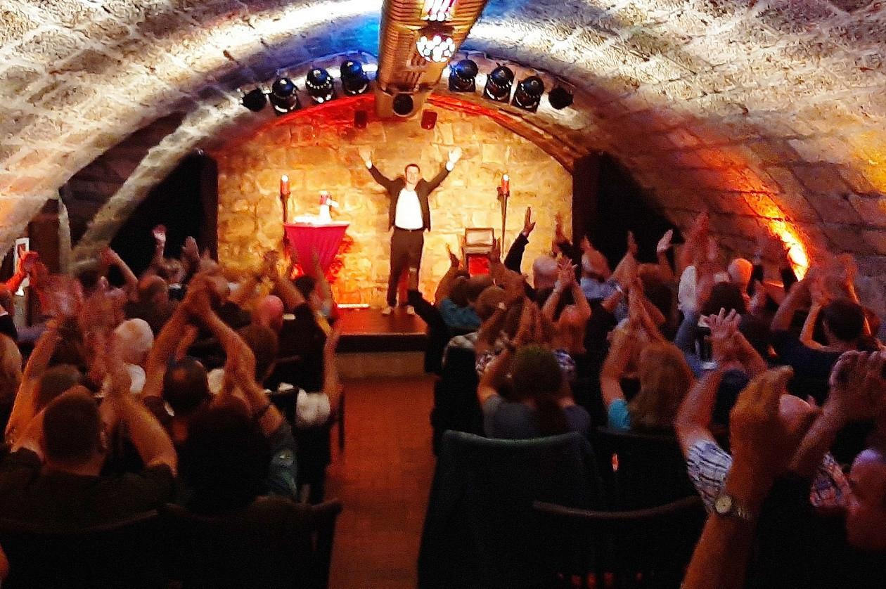"""Vorstellungen nach Spielplan: <a href=""""https://augusto-sachsen.de/articles/freizeiterlebnis-dresdener-comedy-theater-club-im-kuegelgenhaus-672"""">Dresdner Comedy & Theater Club im Kügelgenhaus</a>"""