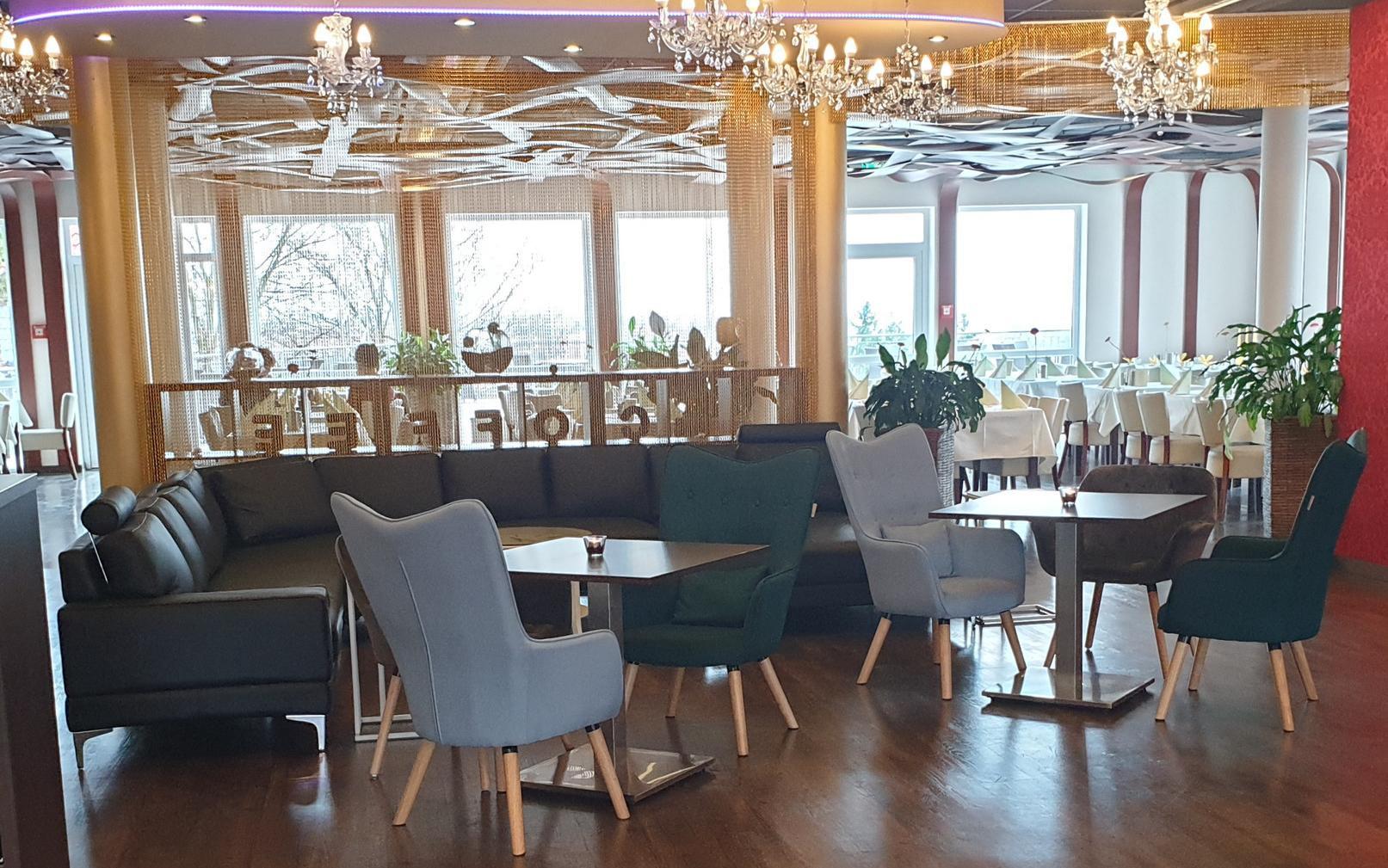 """Auch der Innenbereich ist stilvoll eingerichtet. Diesen Teil des Restaurants nennt Rolf-Dieter Sauer """"Das Wohnzimmer""""."""