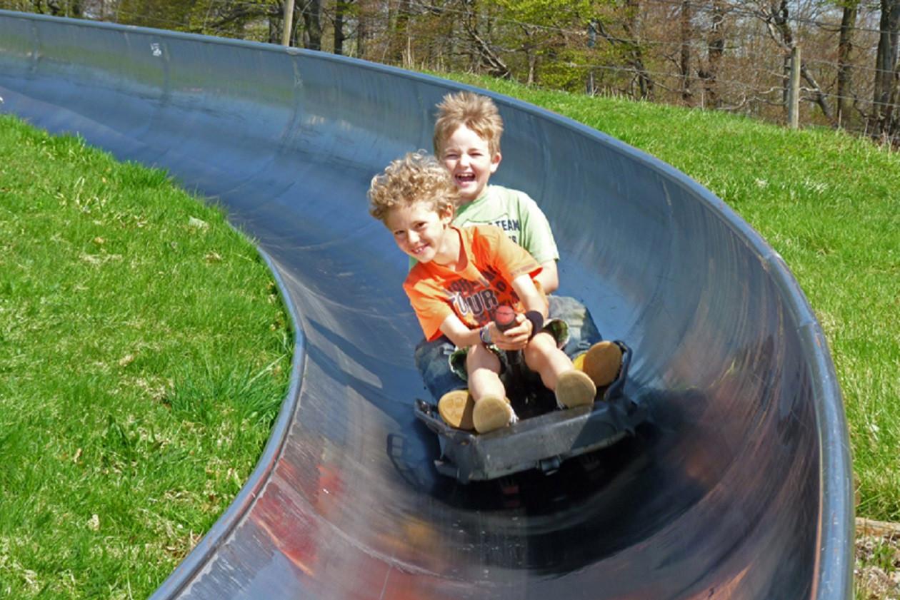Kinder haben auf der zwei bis fünf Minuten langen Abfahrt ihren Spaß.