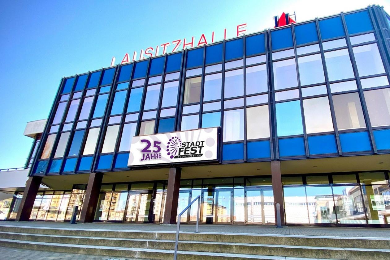 Die Lausitzhalle ist das kulturelle Herz der Region und bietet im  Jahr rund 200 Veranstaltungen.