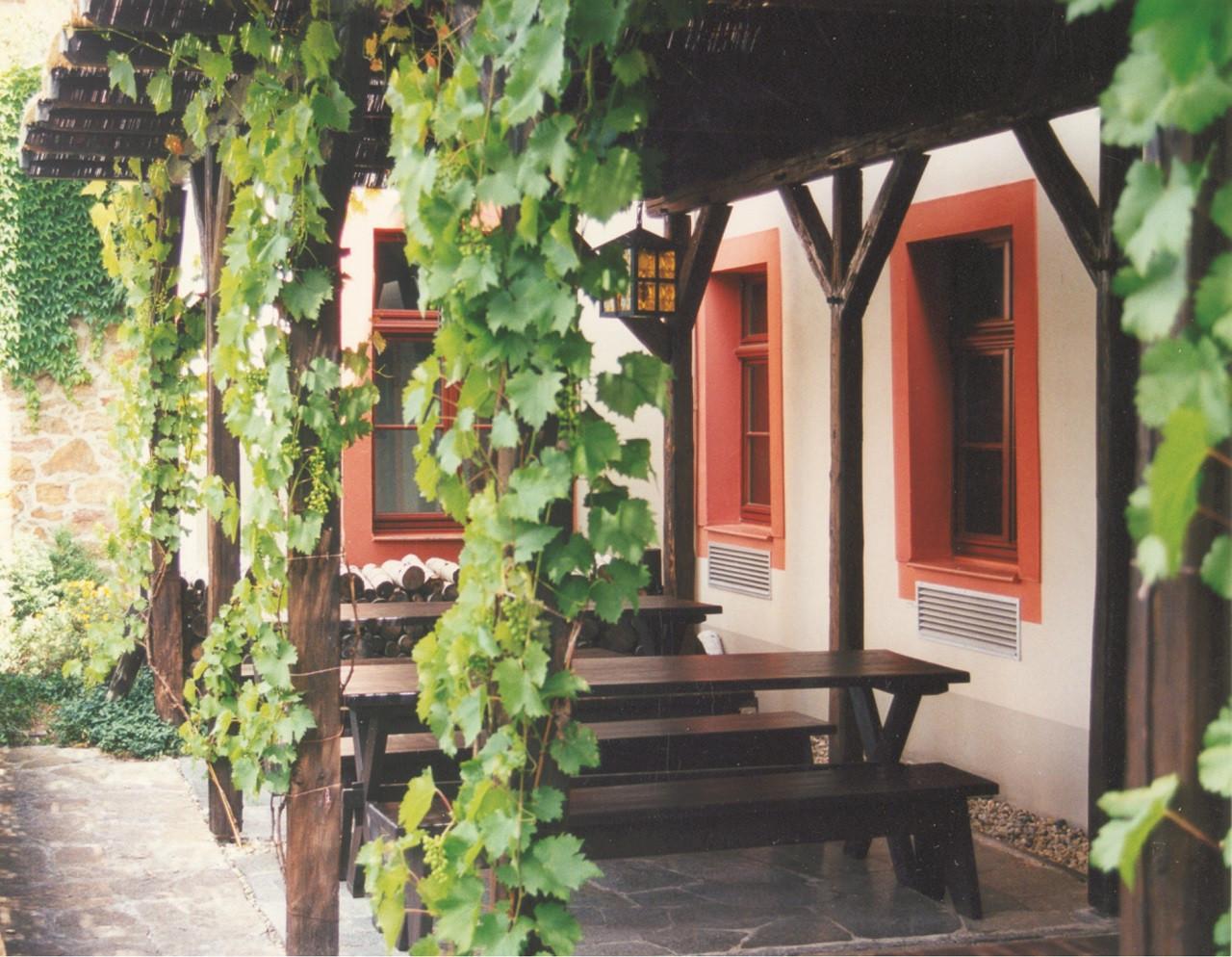 Der urige Biergarten im Mönchshof zu Bautzen bietet bis zu 50 Personen Platz.