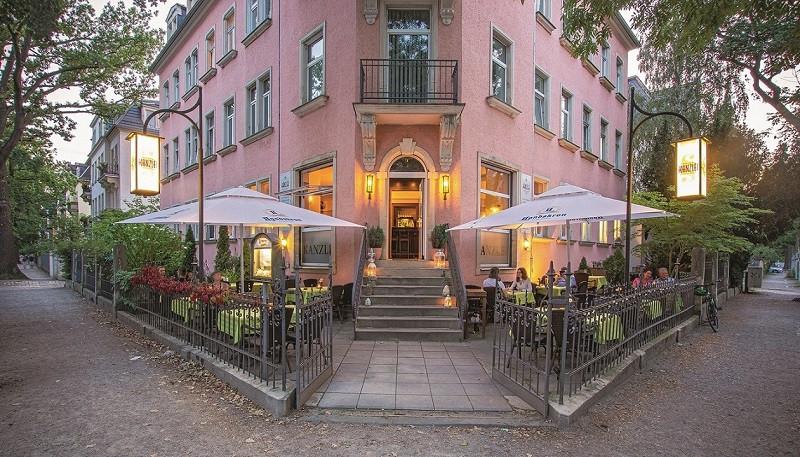 Der Außenbereich vor dem Restaurant Kanzlei bietet Platz für 50 Gäste.