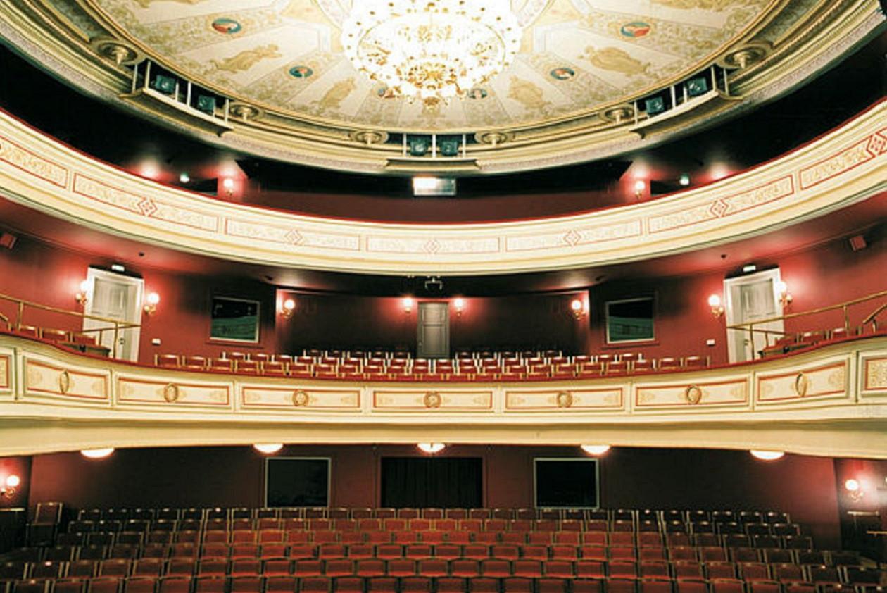 """Vorstellungen nach Spielplan: <a href=""""https://augusto-sachsen.de/articles/freizeiterlebnis-gerhart-hauptmann-theater-goerlitz-zittau-80624"""">Gerhart-Hauptmann-Theater Görlitz-Zittau</a>"""