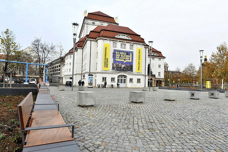 Das Schauspielhaus gegenüber vom Zwinger.