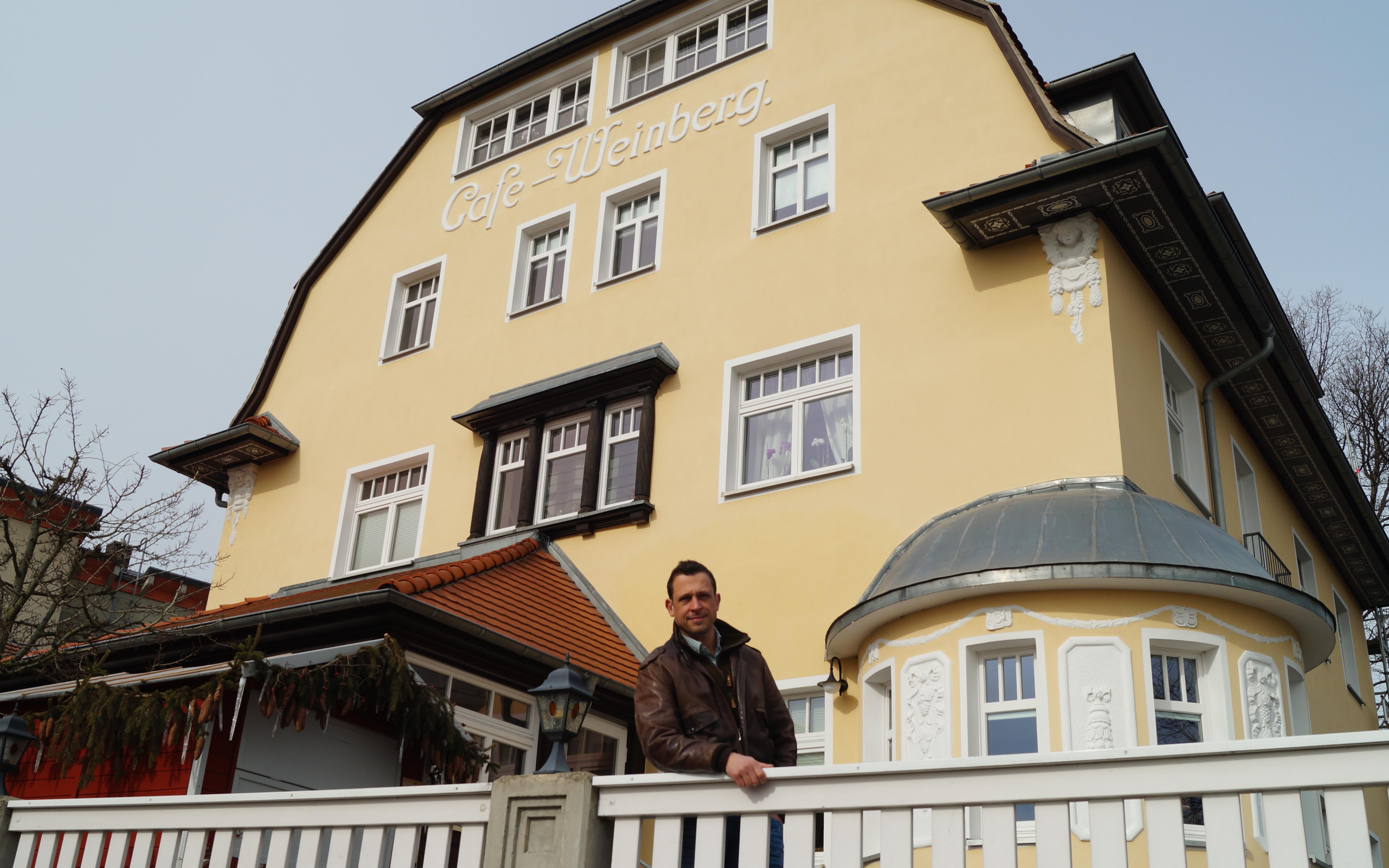Tobias Hahn hat 2007 das Café Weinberg übernommen und dafür gesorgt, es in altem Glanz erstrahlen zu lassen.