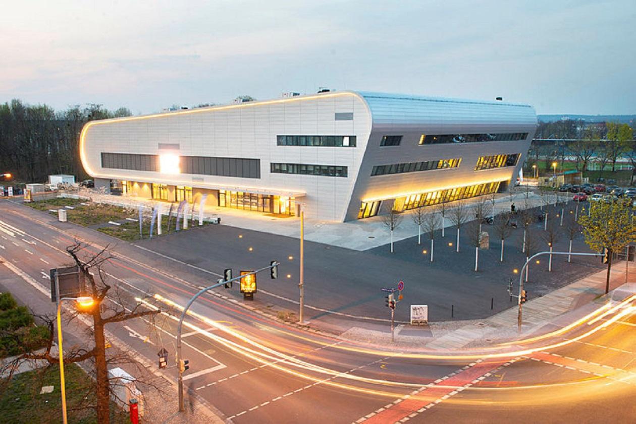 Geöffnet Montag bis Freitag 8 bis 22 Uhr, Samstag, Sonntag, Feiertag 10 bis 18 Uhr: Ballsportarena Dresden