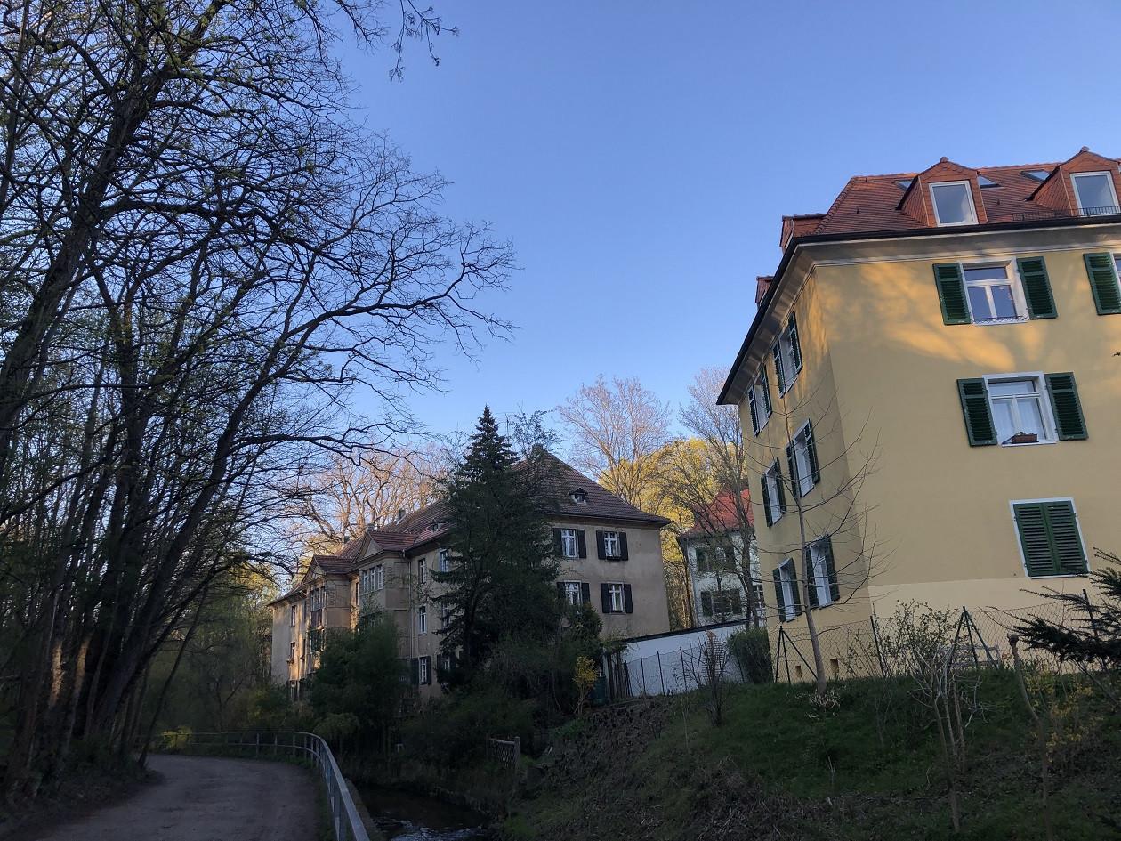 Der Spaziergang beginnt am Rande der Neustadt.