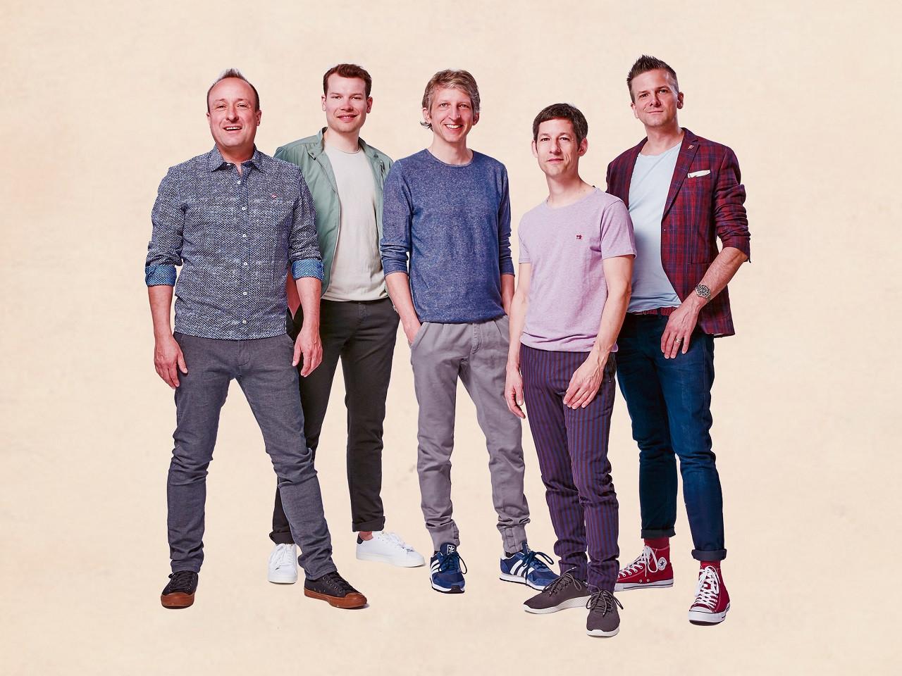 Die fünf Jungs von Basta machen Musik mit ihren Stimmen.