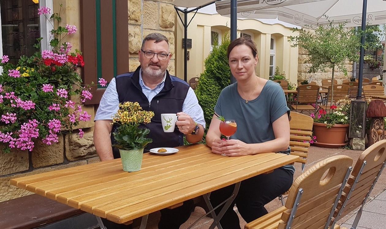 """Dritte Augustwoche: <a href=""""https://augusto-sachsen.de/articles/gastronomie/augusto-fragt-nach-im-restaurant-forsthaus-im-kirnitzschtal-1333184"""">Ulrike Espig vom Forsthaus im Kirnitzschtal</a>"""