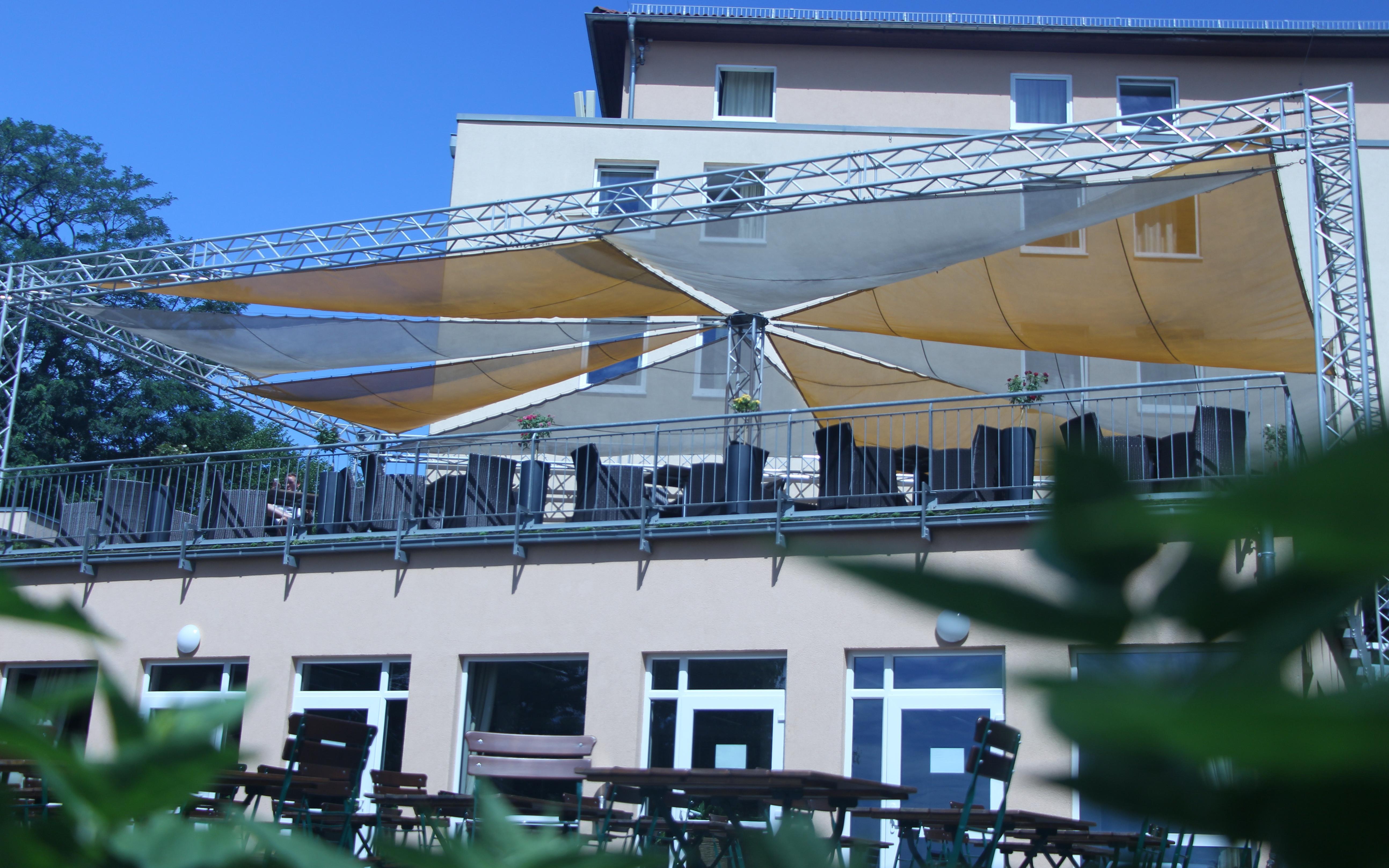 Die Bergwirtschaft hat mehrere Terrassen, welche zum Verweilen einladen.