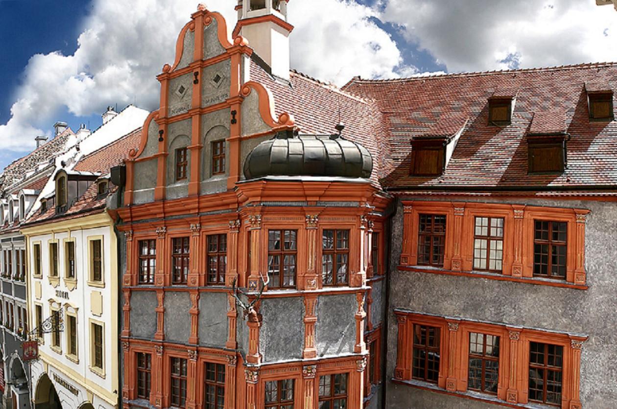 """Geöffnet dienstags bis donnerstags 10 bis 17 Uhr, freitags bis sonntags 10 bis 18 Uhr: <a href=""""https://augusto-sachsen.de/articles/freizeiterlebnis-schlesisches-museum-zu-goerlitz-328"""">Schlesisches Museum zu Görlitz</a>"""