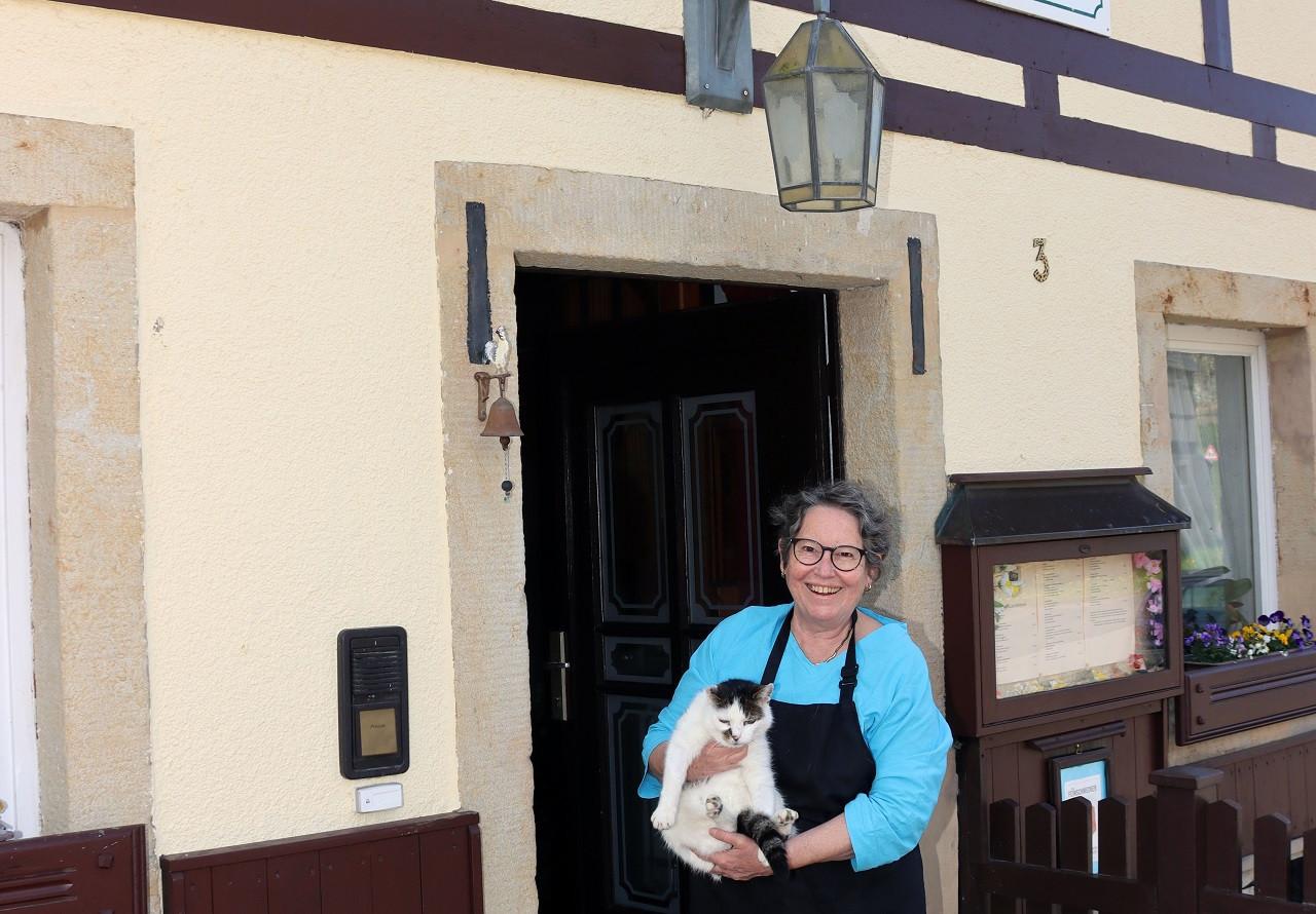 Wirtin Barbara Siebert kocht im Landgasthaus zum Schwarzbachtal selbst.
