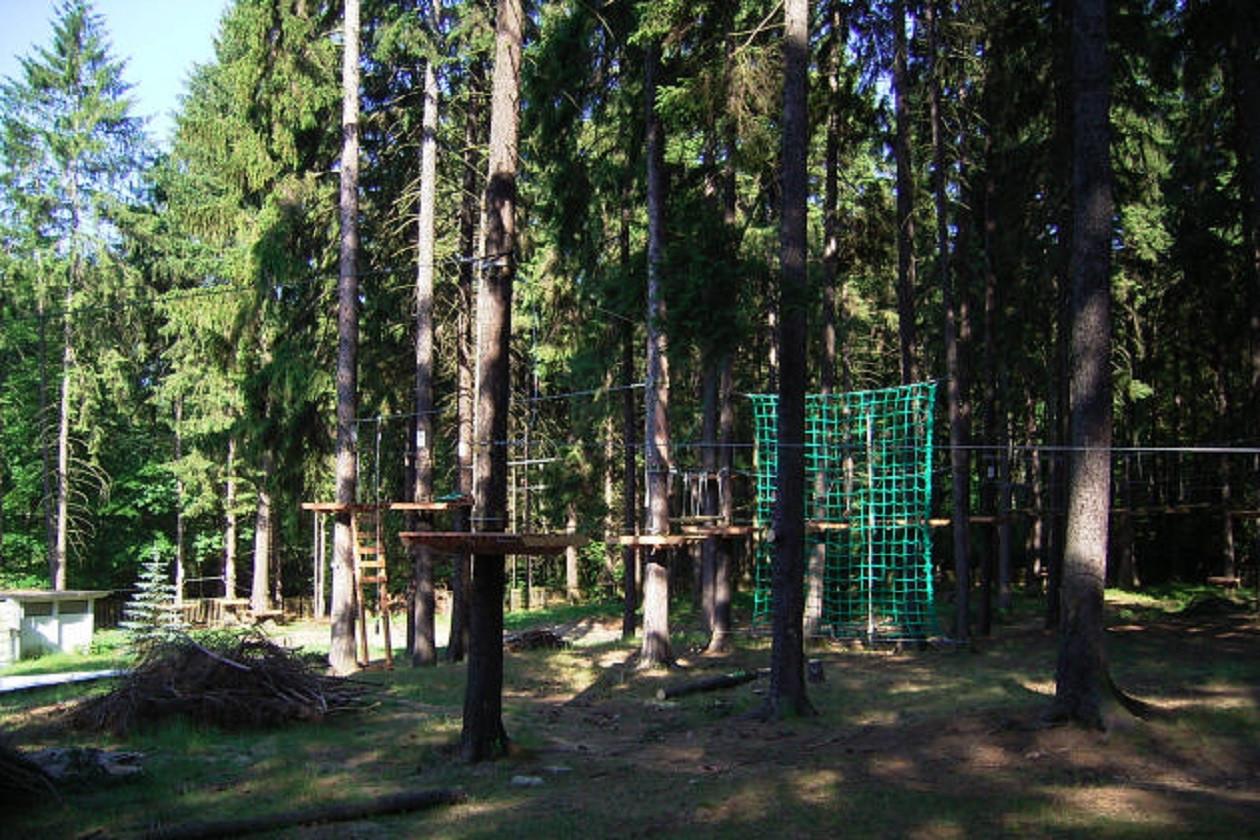"""Geöffnet freitags von 11 bis 18 Uhr, am Wochenende von 10 bis 18 Uhr:  <a href=""""https://augusto-sachsen.de/articles/freizeiterlebnis-kletterwald-dresdner-heide-11169"""">Kletterwald Dresdner Heide</a>"""