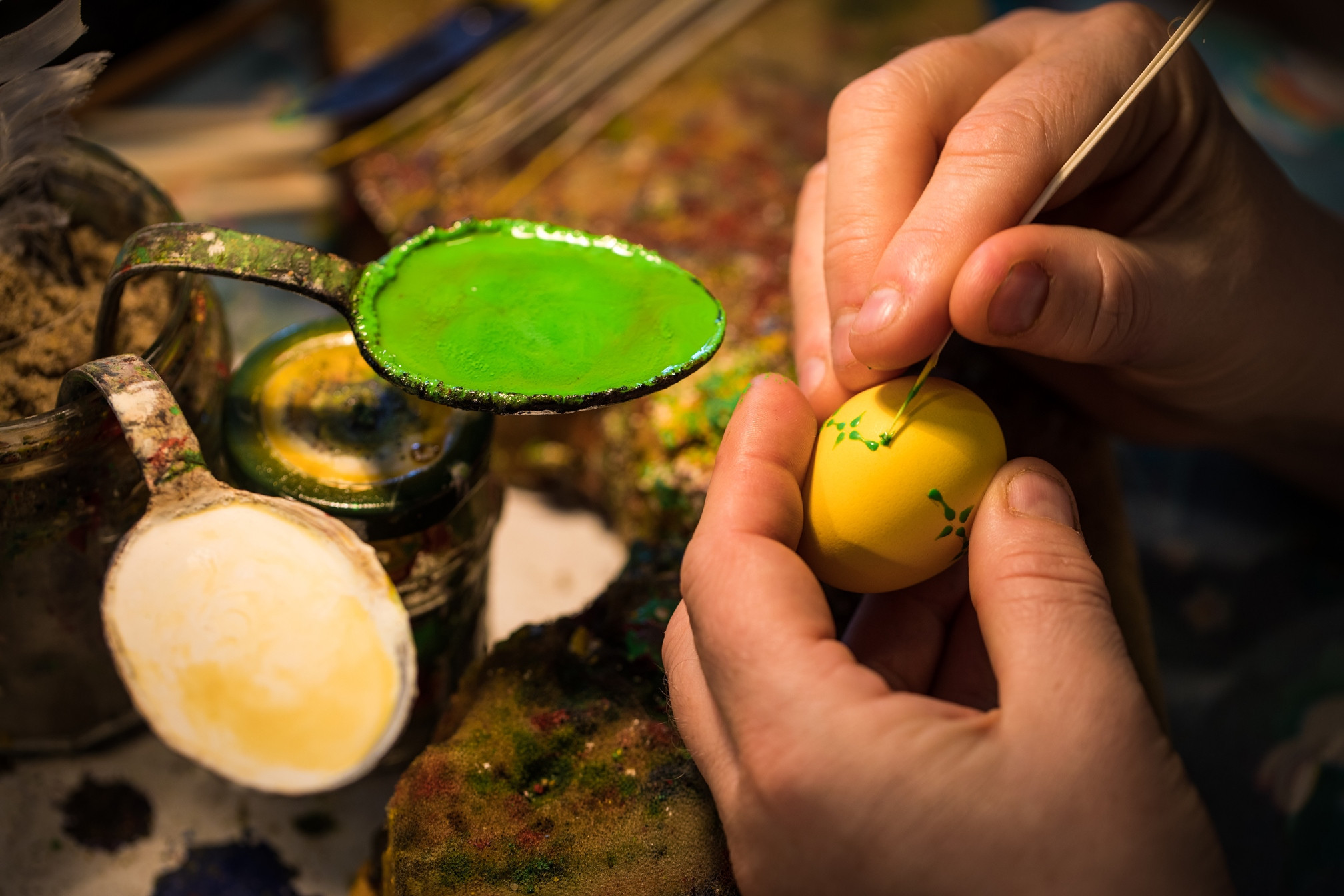 Das kunstvolle Bemalen von Ostereiern ist eine sorbische Tradition.