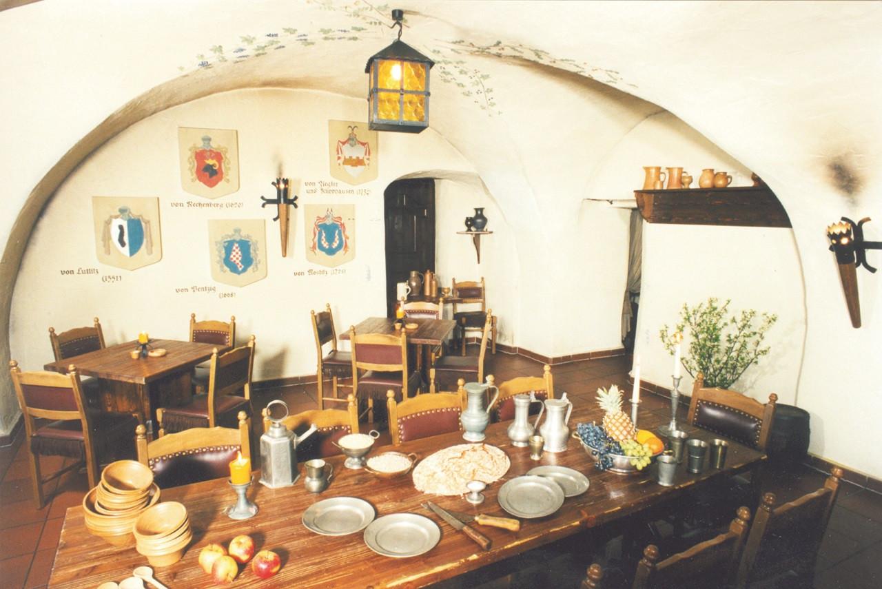 Im Mönchshof zu Bautzen kann durchaus nach den Tischsitten des Mittelalters gespeist werden.