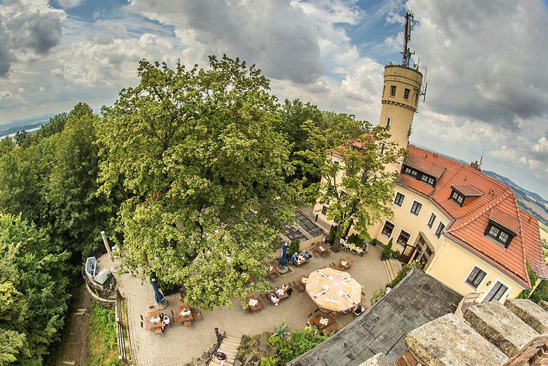 Der Görlitzer Hausberg hat auch einen Aussichtturm - auf dem steht gerade der Fotograf.