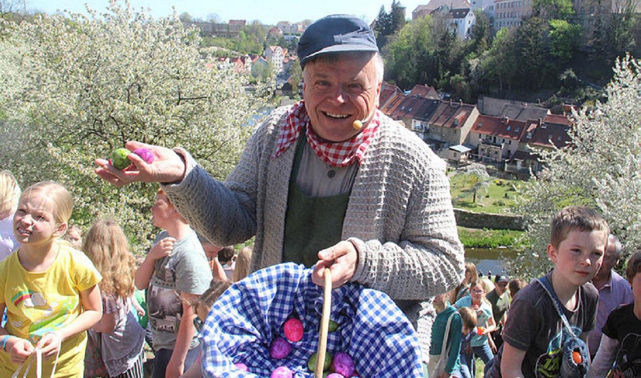 "Teil 25 am 12. April, Ostersonntag: <a href=""https://www.augusto-sachsen.de/articles/anruf-bei-heiko-harig-dem-eierjokel-der-osterhauptstadt-bautzen-335"">Heiko Harig, Eierjokel in der Osterhauptstadt Bautzen</a>"