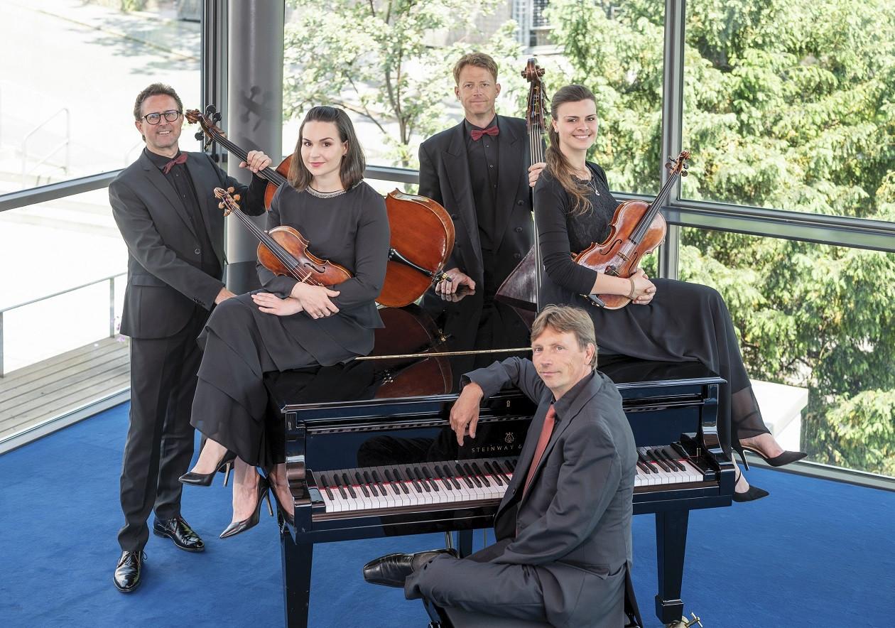 Das Quintett SERENATA SAXONIA bestreitet zusammen mit Tenor Andreas Sauerzapf das Konzert.