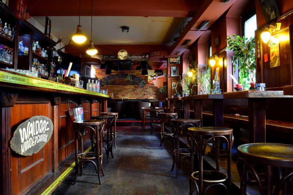 Old Beams in Dresden - leerer Gastraum wie derzeit überall.