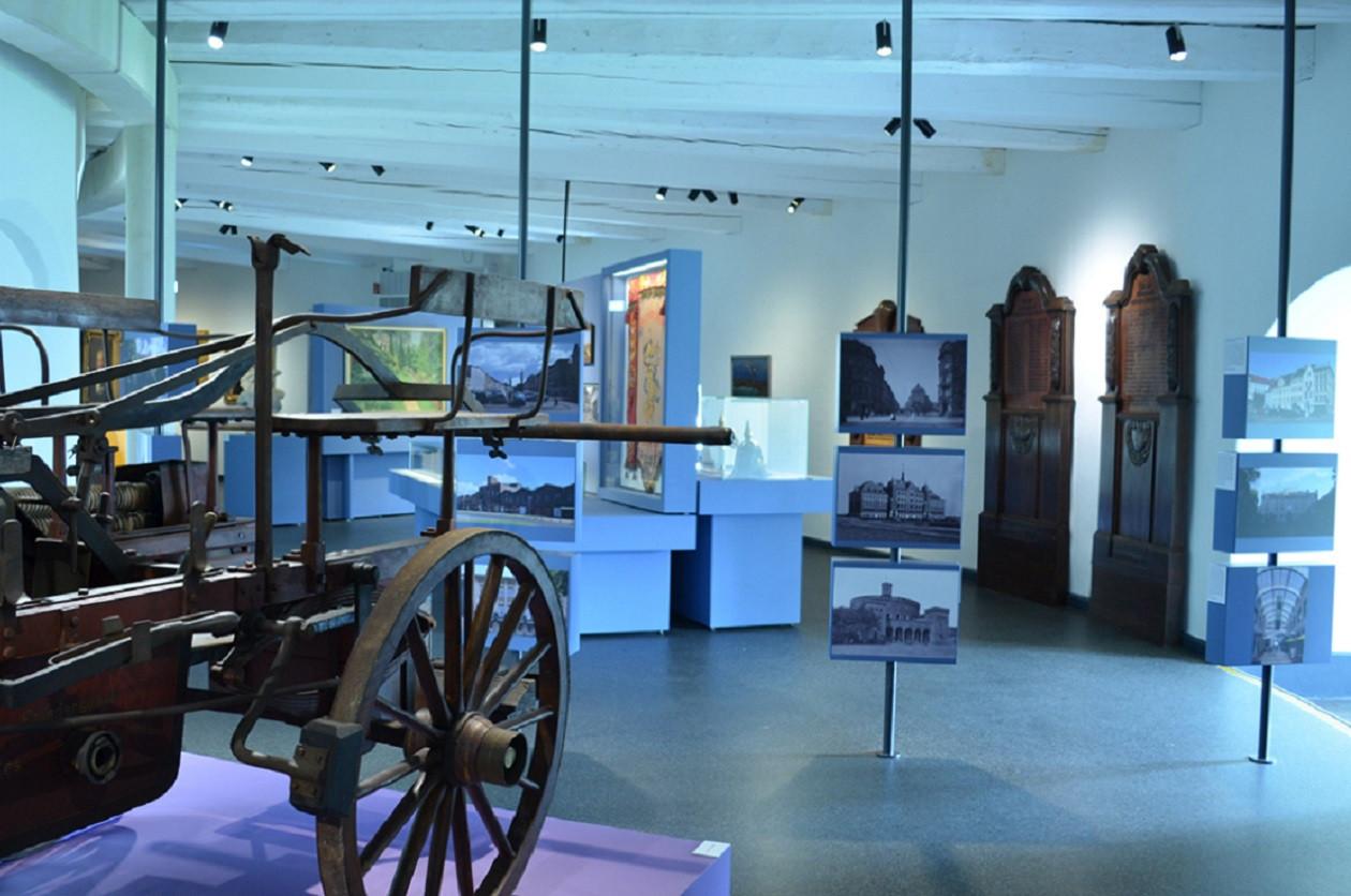 """Geöffnet dienstags bis donnerstags 10 bis 17 Uhr, freitags bis sonntags 10 bis18 Uhr: <a href=""""https://augusto-sachsen.de/articles/freizeiterlebnis-kulturhistorisches-museum-goerlitz-788"""">Kulturhistorisches Museum Görlitz</a>"""