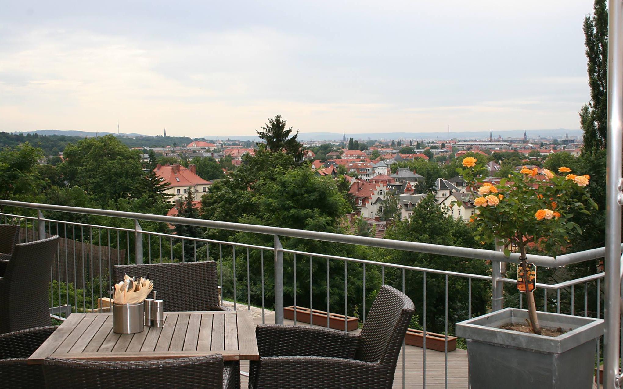 Das Hotel und Restaurant ist gut gelegen, um die Aussicht über Dresden zu genießen.