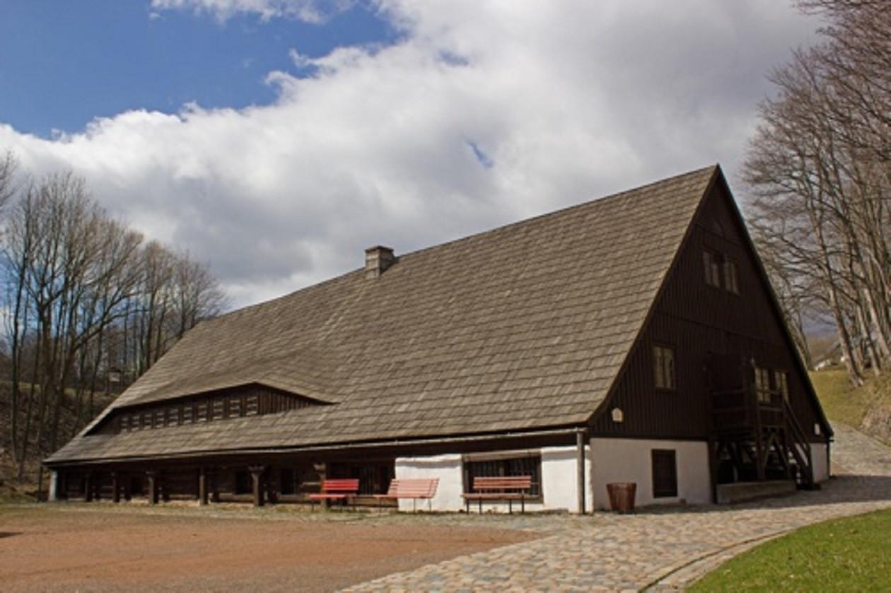 """Das Hauptgebäude des Museums ist eine alte Pochwäsche, die ursprünglich """"Naumann-Mühle"""" hieß."""
