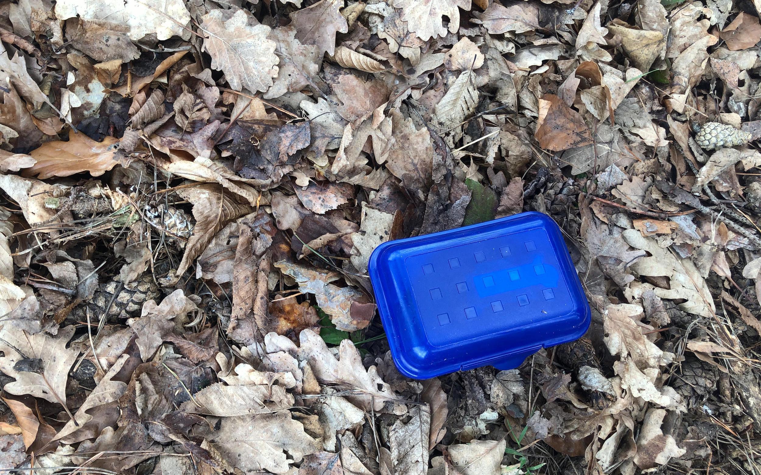Beim Verstecken dieser Dose musste ich mich beeilen, da viele Muggel in der Nähe waren.