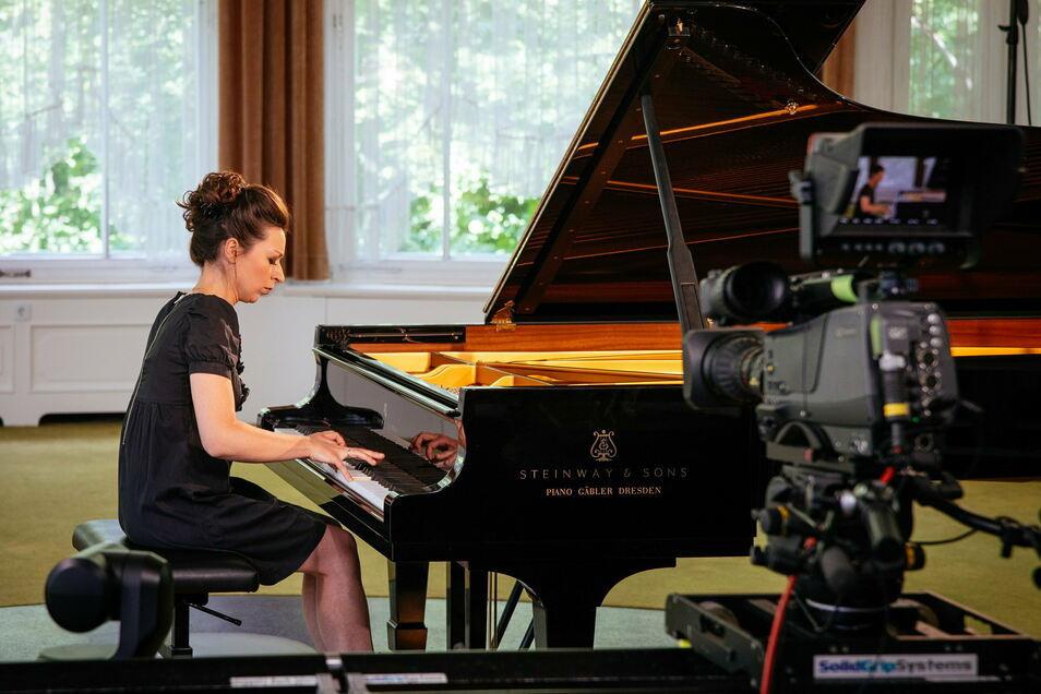 Die russische Pianistin Yuilanna Avdeeva spielte zum Festivalstream 2020 in Gohrisch.