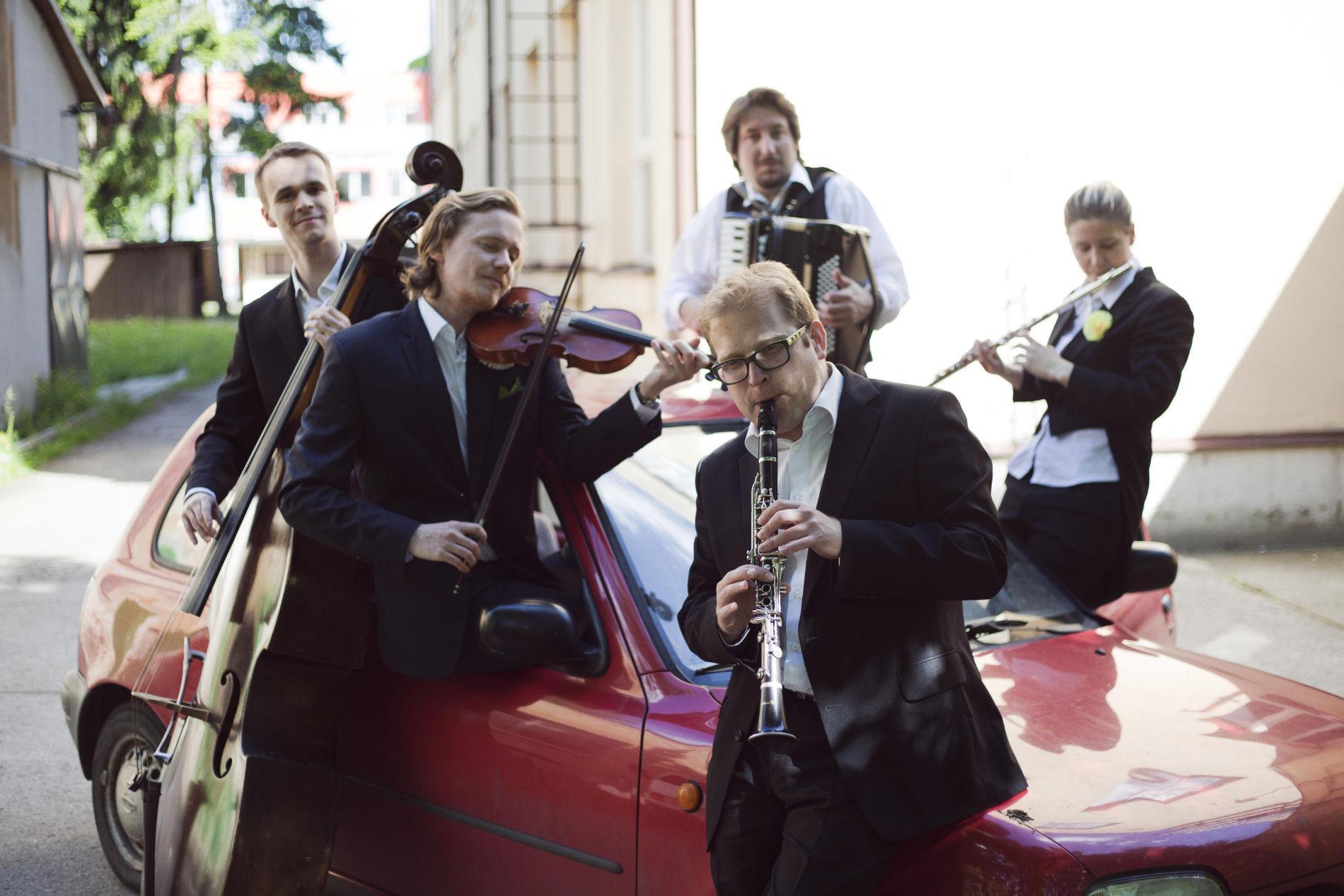 Die tschechische Band The Flying Rabbi lässt das jüdische Osteuropa anklingen.