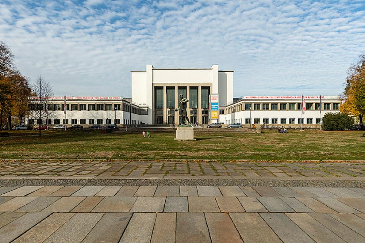 """Geöffnet dienstags bis sonntags 10 bis 18 Uhr: <a href=""""https://augusto-sachsen.de/articles/freizeiterlebnis-hygienemuseum-dresden-281"""">Hygiene-Museum Dresden</a>"""