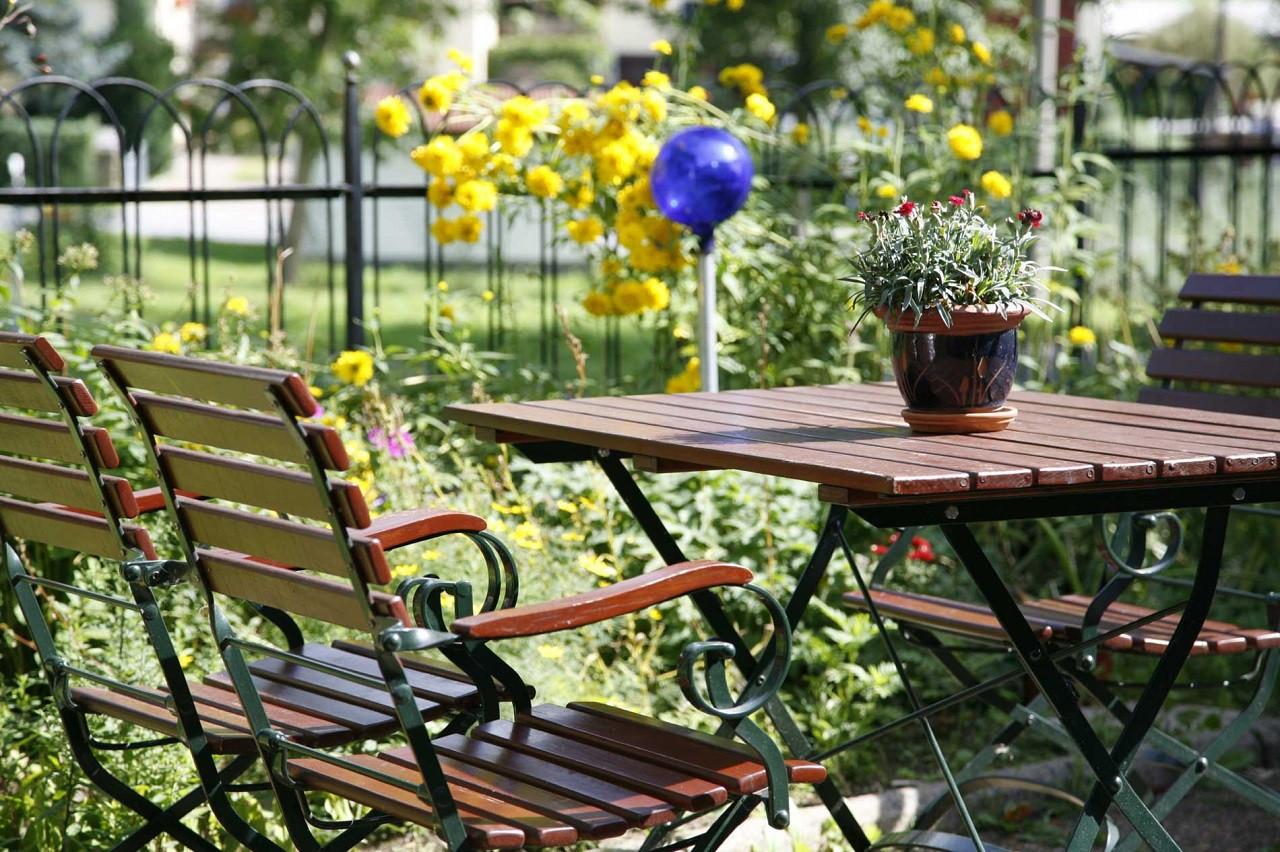 Im Garten des Landgasthauses zum Schwarzbachtal finden 30 Gäste Platz.