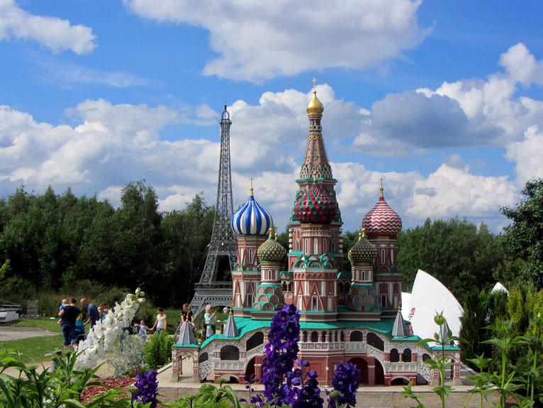 In der Miniwelt Lichtenstein sind sich die berühmtesten Bauwerke der Welt ganz nah,