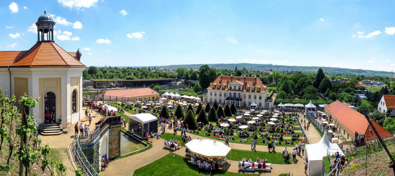 Schloss Wackerbarth bietet auch schöne Spaziermöglichkeiten.