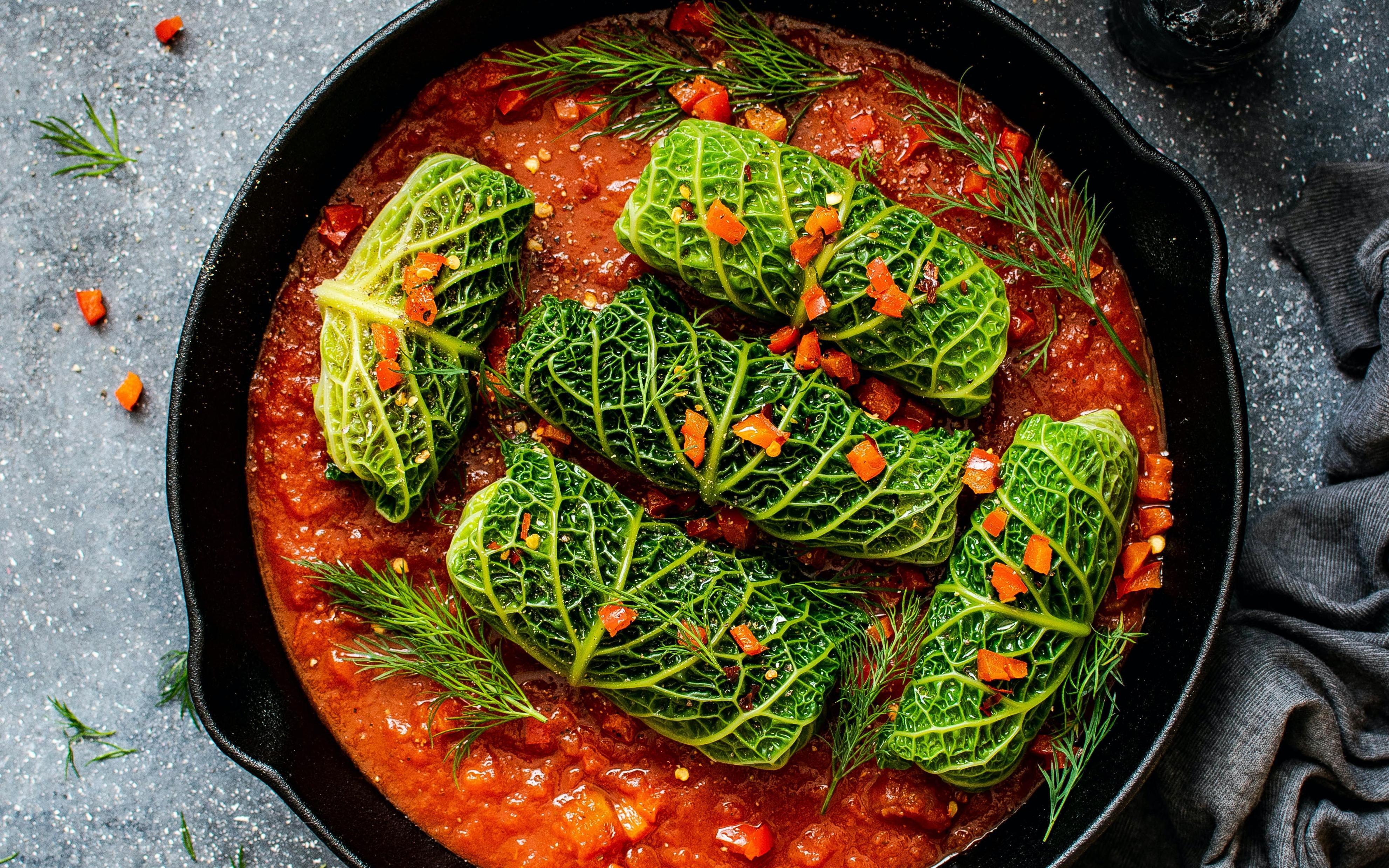 Ob mit oder ohne Fleisch - die Kohlrouladen haben neben ihrem guten Geschmack viele gesundheitliche Vorteile.
