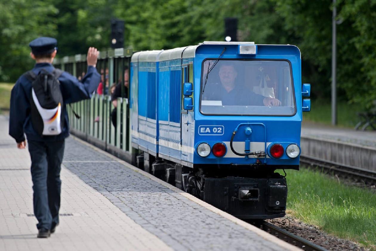 Dresdens Parkeisenbahn ist wieder unterwegs. Tickets gibt es nur online.